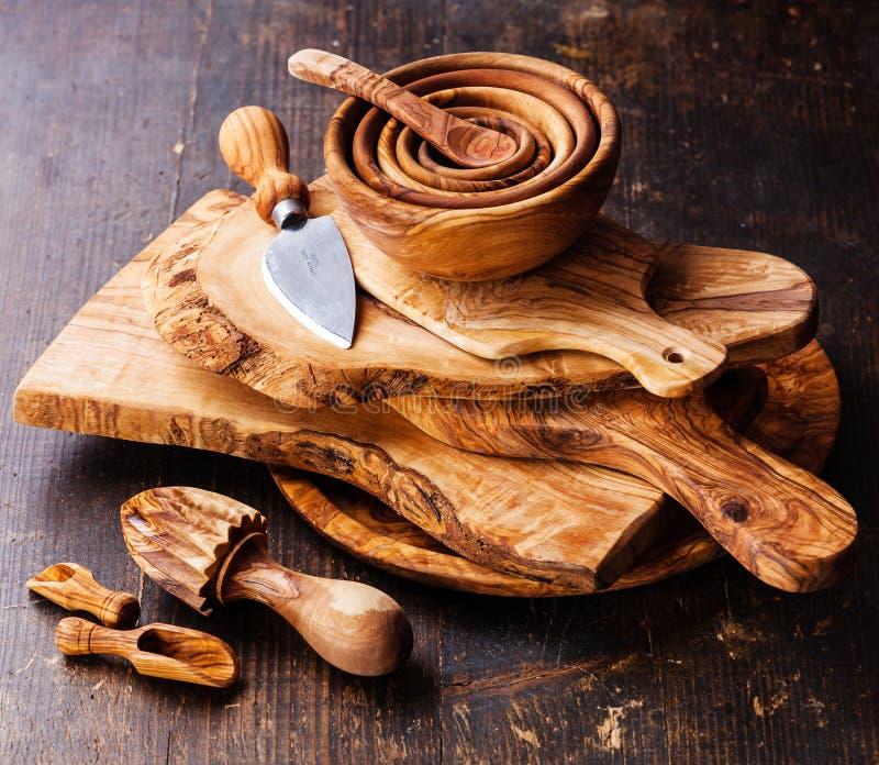 橄榄色的木碗筷 免版税库存照片
