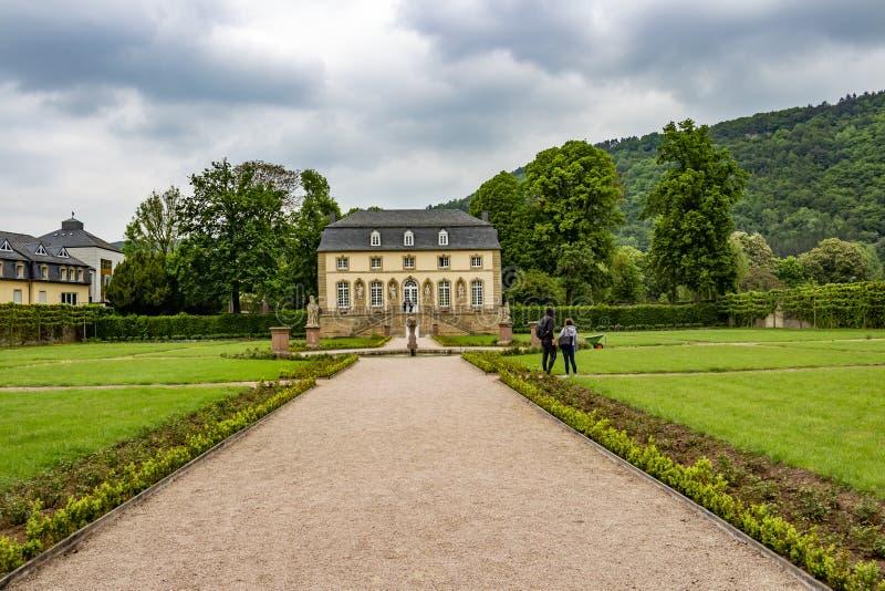 橘园在修道院庭院里在埃希特纳赫,卢森堡 免版税库存图片