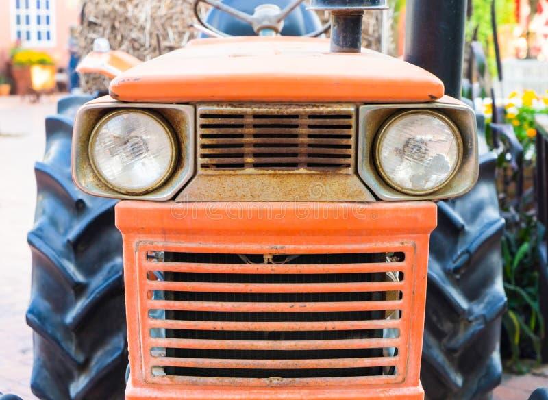橙色农厂跟踪仪机器 图库摄影