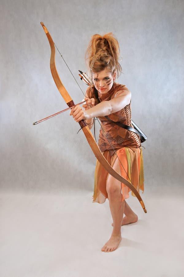 橙色和棕色成套装备的,战士,时尚,演播室妇女 免版税图库摄影