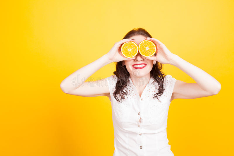 橙色女孩结束了她的眼睛黄色 免版税库存照片