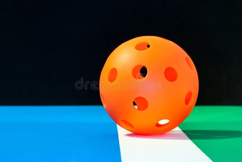 橙色室内Pickleball 免版税库存图片