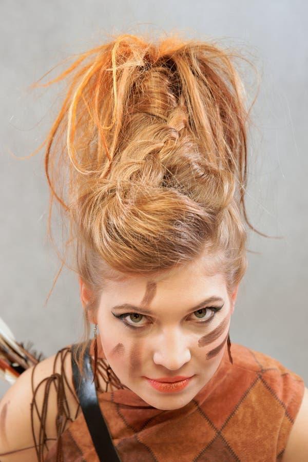 橙色成套装备的妇女,画象,时尚,演播室 免版税库存图片