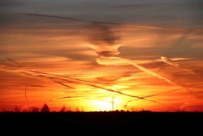 橙色日落在冬天 库存图片