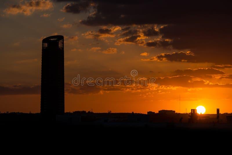 橙色日落在塞维利亚 免版税库存照片