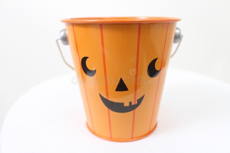 橙色杰克O灯笼桶 免版税库存照片