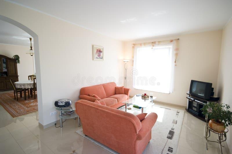 橙色空间沙发电视 免版税图库摄影