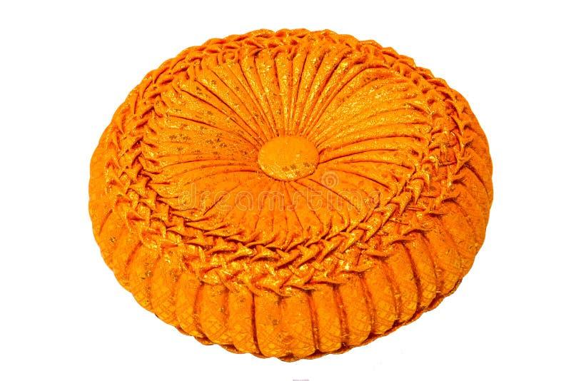 橙色编织的枕头 免版税库存图片