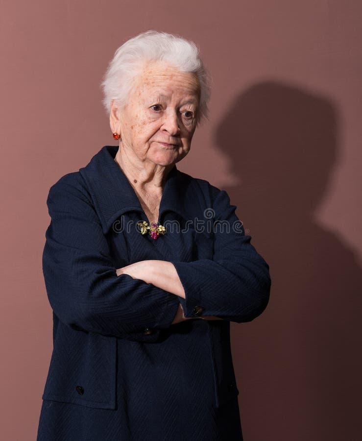 严肃的老妇人 免版税库存照片