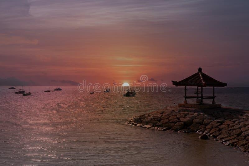 橙色Ubud寺庙巴厘岛,日落 库存图片