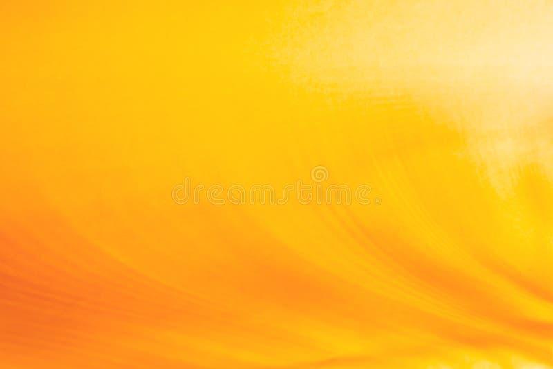 橙黄色和金子颜色摘要空的图表背景与一个梯度的从与拷贝空间的光线影响文本的 免版税库存图片