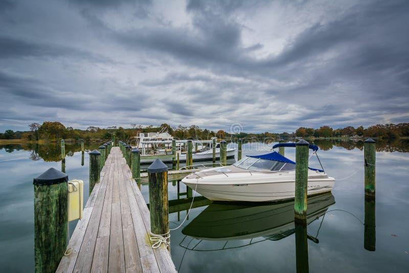 橡木小河着陆的船坞,在纽科姆,在圣Michaels附近, Maryl 免版税库存照片