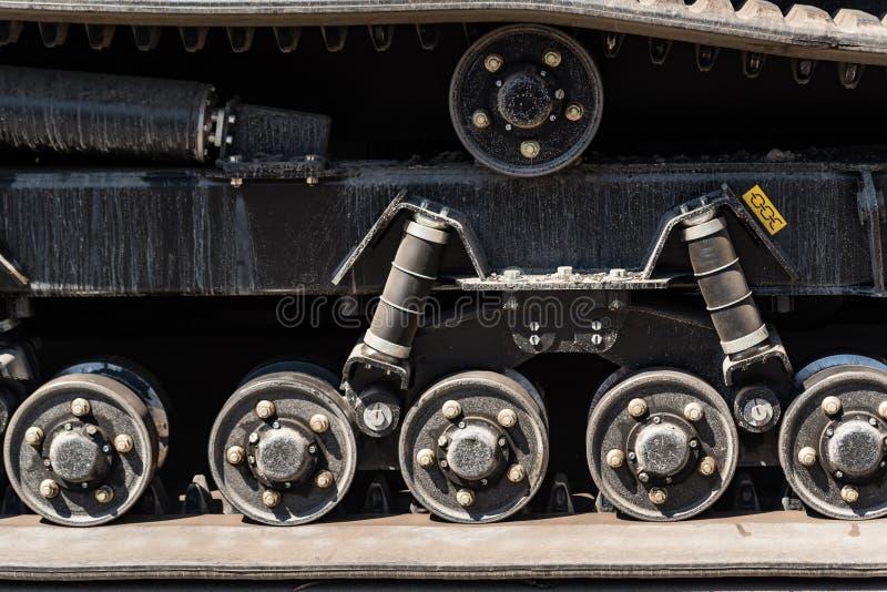 橡胶拖拉机轨道特写镜头  免版税库存照片