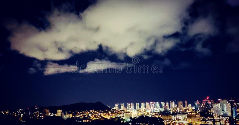 檀香山市夜光 库存图片