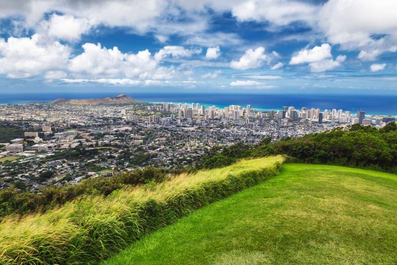 檀香山市看法,威基基和金刚石从Tantalus监视,奥阿胡岛朝向 免版税图库摄影