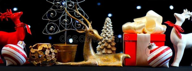 欢乐假日圣诞节桌焦点 免版税库存照片