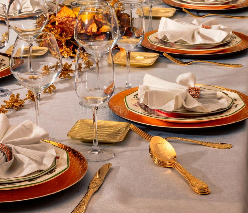 欢乐桌在家准备与装饰 库存照片