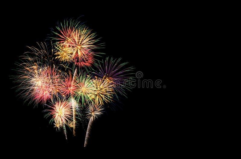 欢乐烟花显示被打开在夜空 免版税库存照片