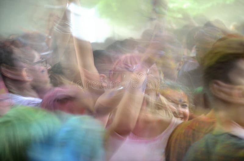 欢悦人跳舞 免版税库存图片