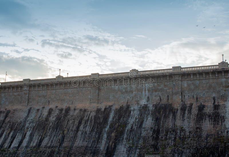 欣赏印度卡纳塔克邦迈索尔雄伟的Krishna Raja Sagara大坝的美丽景色 从布林达万看KRS大坝 库存图片