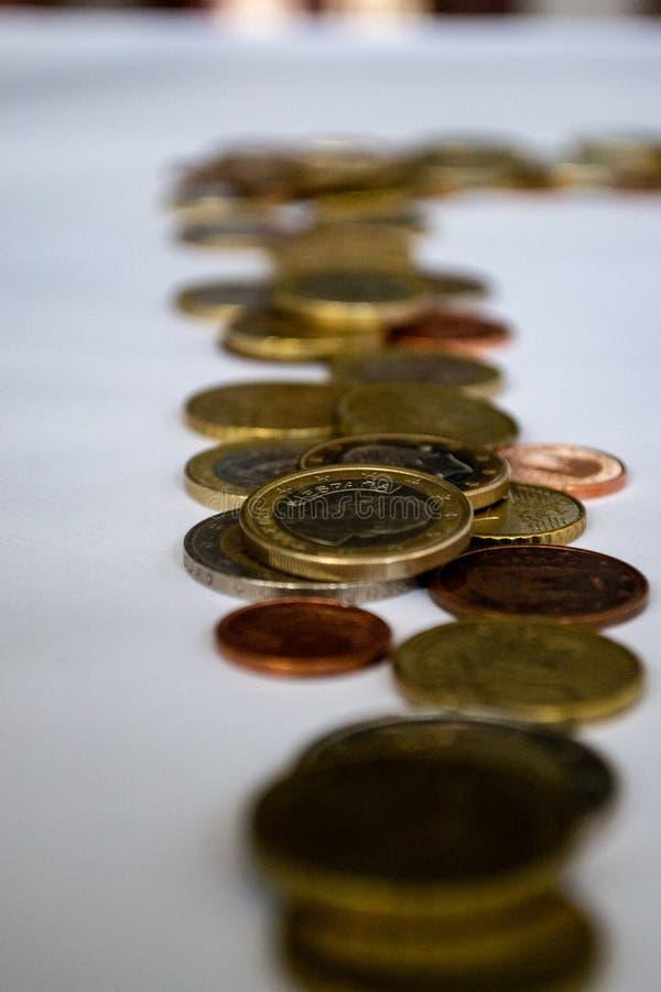 欧元硬币行  免版税库存照片