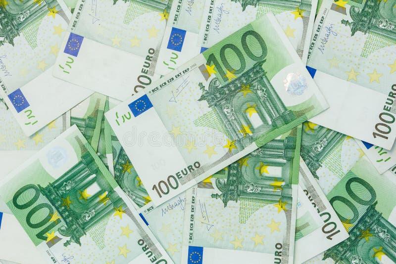 100欧元,欧洲货币背景许多钞票  库存图片