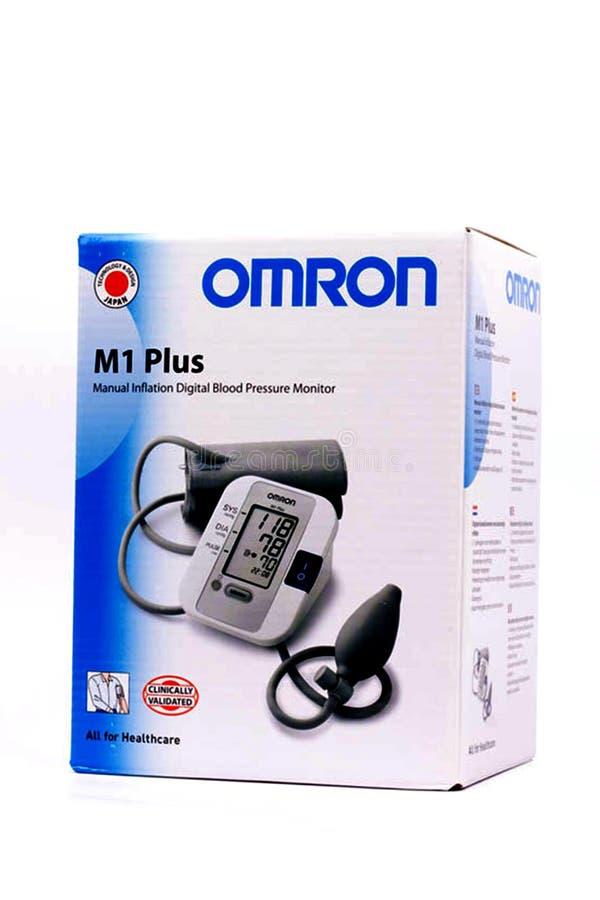 欧姆龙血压机器的好的被隔绝的图象 在白色隔绝的医疗tonometer 库存图片