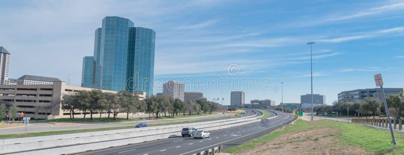 欧文,得克萨斯从约翰・卡彭特高速公路蓝天的地平线视图 免版税库存图片