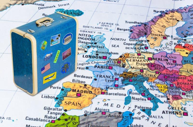 欧洲地图和旅行案件与贴纸我的照片图片