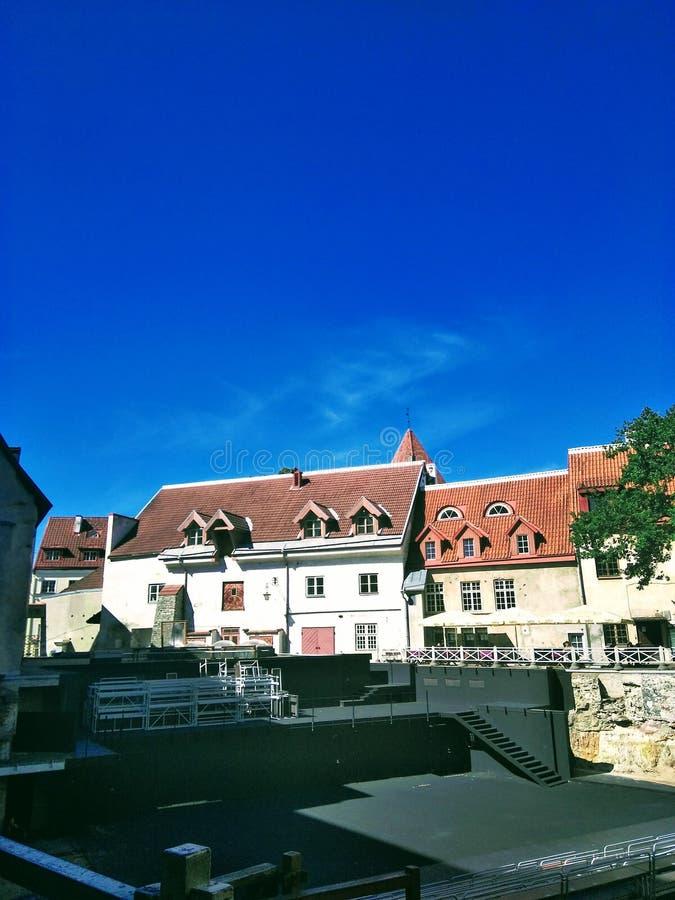 欧洲城市的美丽的景色在一个晴天 免版税库存照片