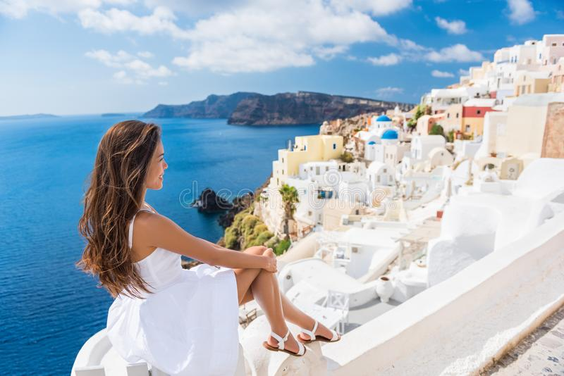 欧洲旅行目的地旅游妇女在希腊 免版税库存照片