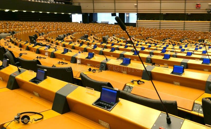 欧洲议会半圆形在布鲁塞尔 空的辩论的房间 免版税库存照片