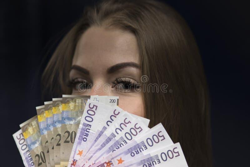 欧洲金钱在女性手上 库存图片