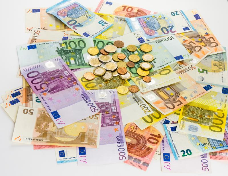 欧洲钞票和硬币金钱提供经费给在白色bac的概念现金 图库摄影