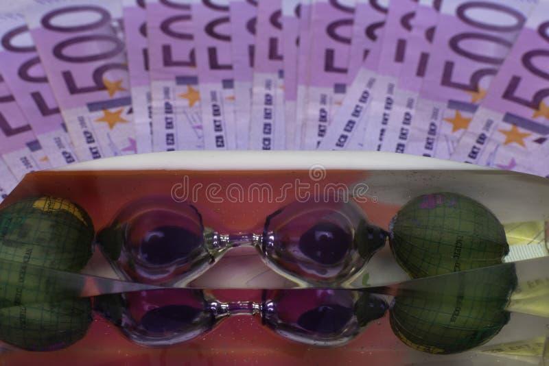 欧洲钞票,在500笔记背景的滴漏 概念-时刻旅行 免版税库存图片
