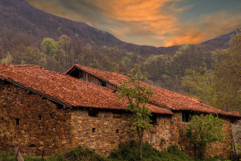 欧洲,坎塔布里亚峰顶的旅行的房子  免版税库存照片
