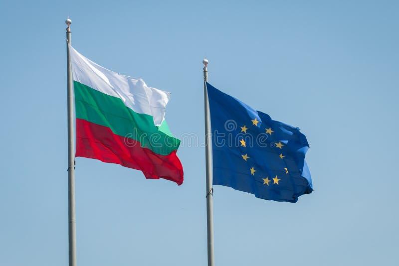 欧盟和保加利亚旗子 保加利亚将开始它的欧盟委员会的总统的职务2018年7月1日的 免版税库存图片