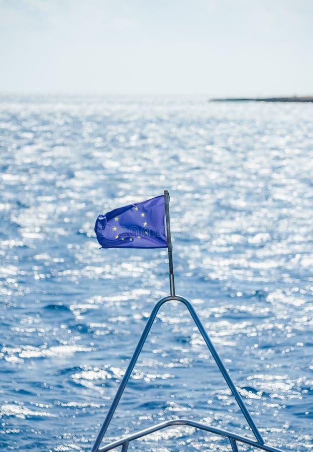 欧盟在船下垂 免版税库存照片
