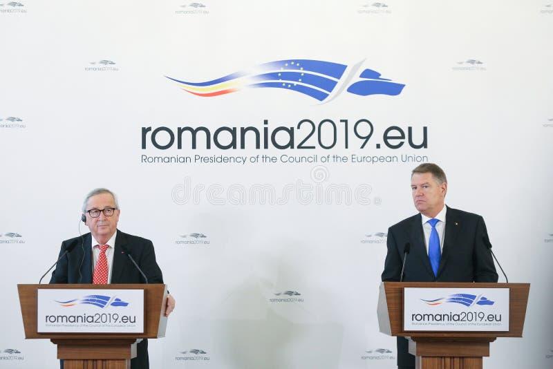 欧盟委员会吉恩克劳德Junker总统与罗马尼亚的克劳斯Iohannis总统一起举行一个新闻简报 库存图片