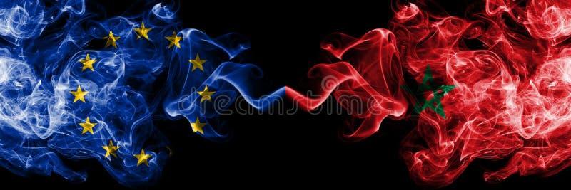 """欧盟对摩洛哥,肩并肩被安置的摩洛哥烟旗子 欧盟å'Œæ'©æ´›å""""¥ï¼Œæ'©æ´›å""""¥äººçš""""厚实çš""""色çš""""æŸ""""æ»'çš""""çƒŸæ——å 皇族释放例证"""