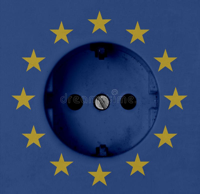 欧盟电概念:有欧盟旗子的恶劣电源插口 免版税库存照片