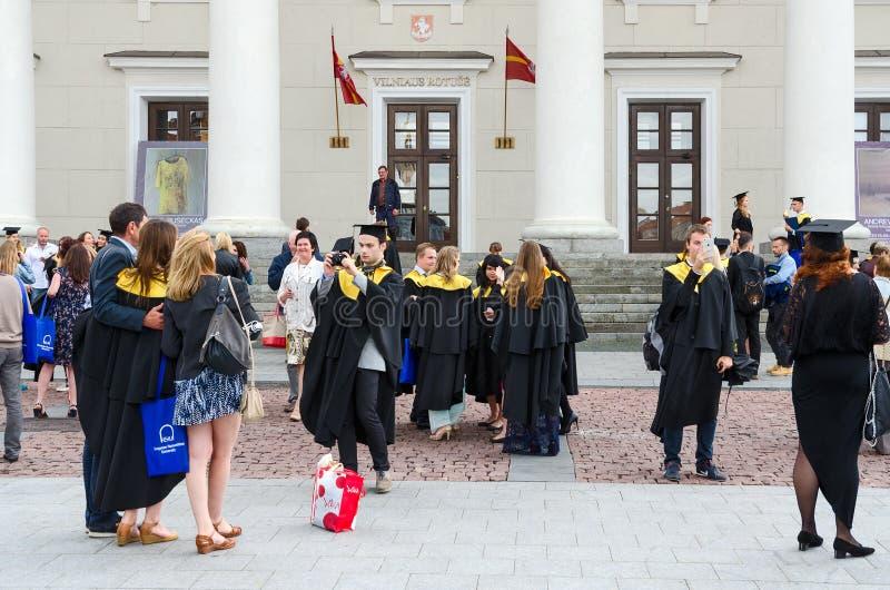 欧洲人文学科大学的毕业生在城镇厅, Viln附近的 免版税库存图片