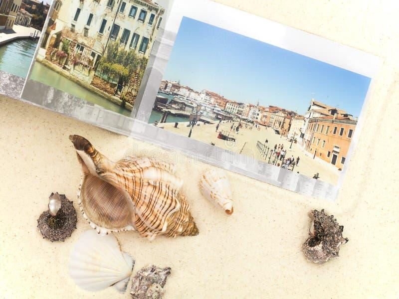 以欧洲和海扇壳为目的photobook 免版税库存照片