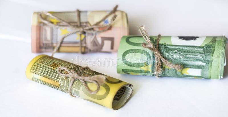 欧洲金钱和麻线绳子丝带卷  免版税库存图片