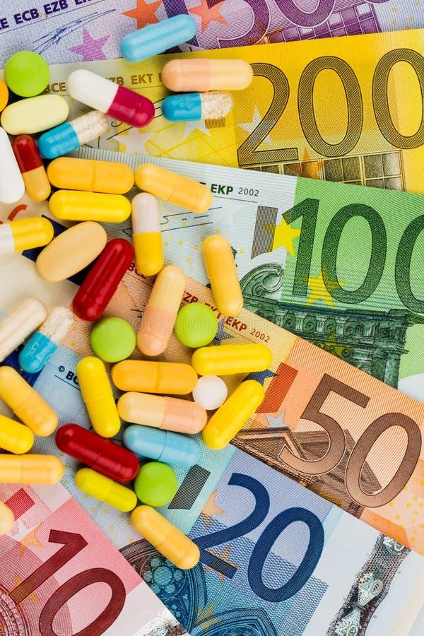 欧洲钞票和片剂 免版税库存照片