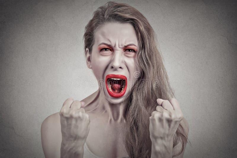 歇斯底里恼怒的叫喊的妇女有故障 免版税库存图片