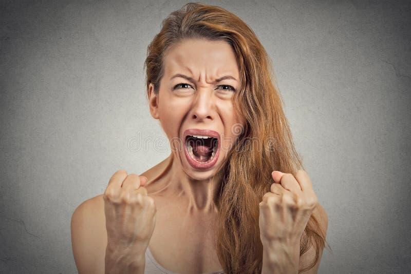歇斯底里恼怒的少妇有神经衰弱 免版税库存照片