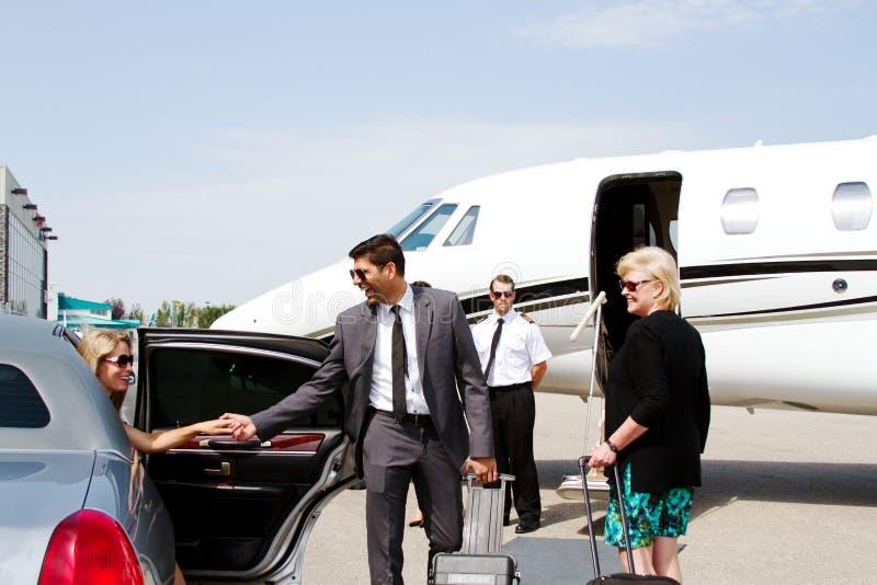 歌剧女主角到达私人喷气式飞机 免版税库存照片