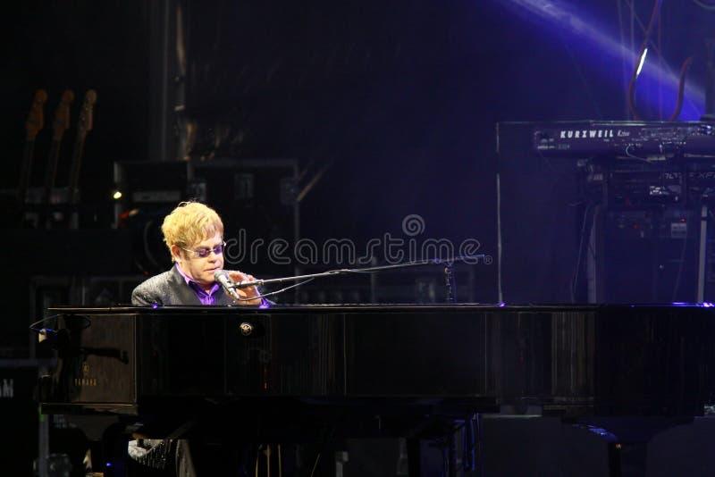 歌唱家Elton约翰先生执行舞台上 免版税库存图片