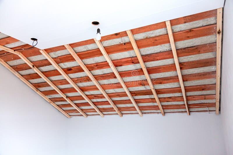 正在建造的阁楼,门禁天花板 图库摄影